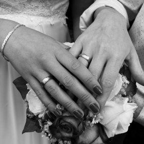 Mit viel Liebe zum Detail werden Eure schönsten Momente und Erinnerungen in Bildern festgehalten. Damit sie für die Ewigkeit bleiben.